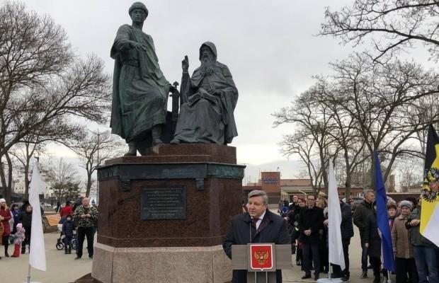 В Керчи открыт памятник князю Глебу Святославичу и игумену Никону