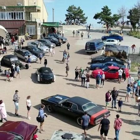 В Крыму состоялся парад ретро-автомобилей
