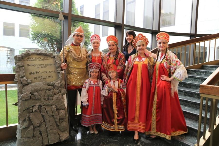 В рамках детского театрального Фестиваля в Посольстве России в США прошёл «Пушкинский бал»