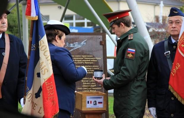 Землю с могилы Героя СССР во Франции доставят в главный храм ВС РФ