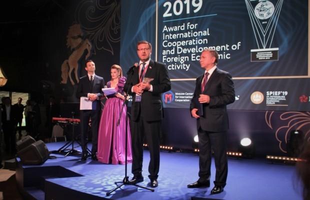 На ПМЭФ прошла церемония вручения премии за международное сотрудничество и развитие внешнеэкономической деятельности