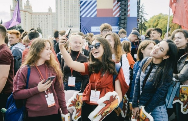 Парад студентов впервые прошел в Москве на Воробьёвых горах