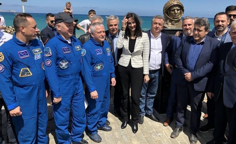 На греческом острове Крит российские космонавты открыли парк имени Юрия Гагарина