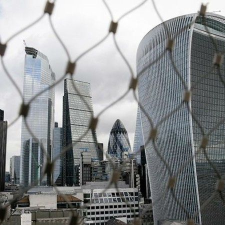 Искусство самоубийства: как Лондон теряет статус мировой финансовой столицы Пока власти Великобритании подступаются к деньгам неугодных бизнесменов, рядовые британцы запасаются продуктами