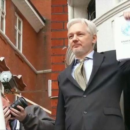 Две страны сошлись в борьбе за выдачу основателя сайта WikiLeaks Джулиана Ассанжа