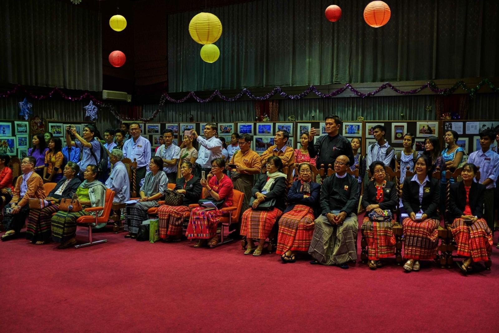 В Мьянме прошла фотовыставка, посвященная участию молодежной делегации в XIX ВФМС2017