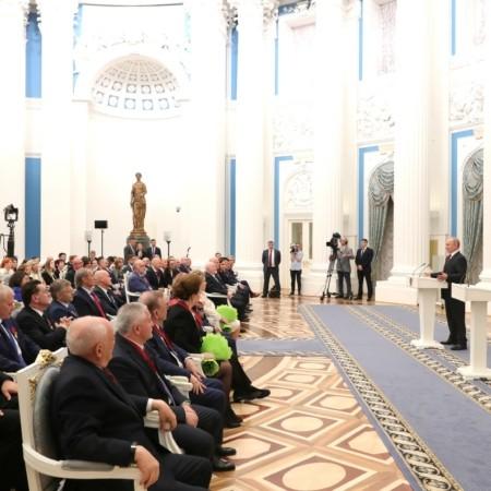 Президент России вручил государственные награды выдающимся россиянам и гражданам других стран
