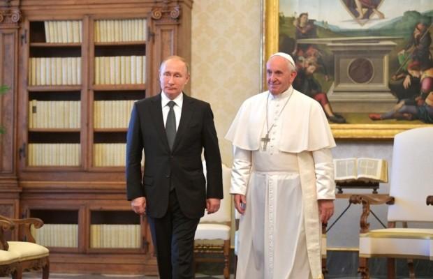 У Папы Римского всегда на столе лежит том русской классики, рассказал Владимир Путин