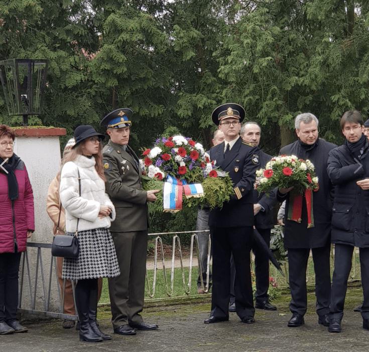 На воинском кладбище в Furstenberg, прошла церемония возложения венков