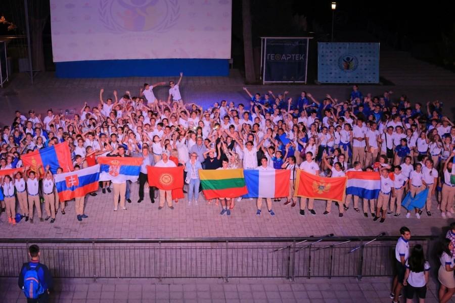 Саммит послов мира собрал в «Артеке» детей из 14 стран