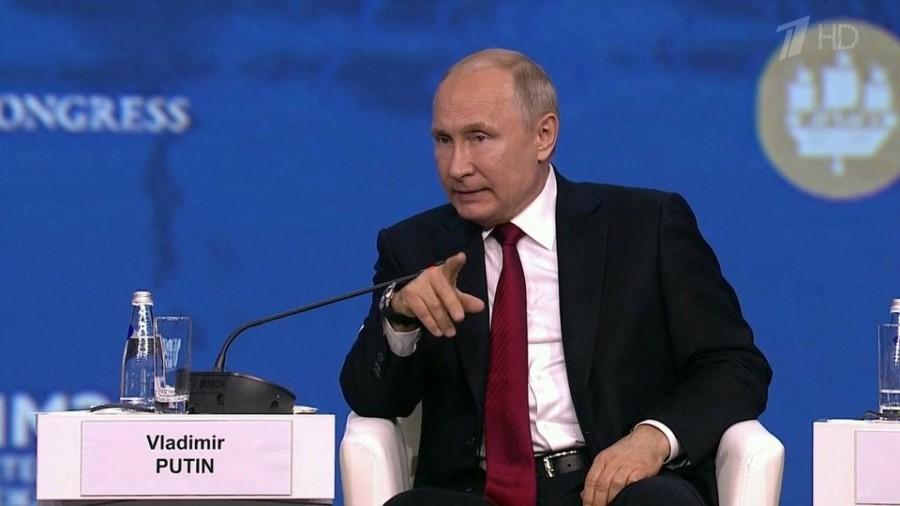 Владимир Путин выступил на экономическом форуме в Санкт-Петербурге