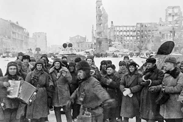 77 лет назад советские войска разгромили фашистов в Сталинградской битве