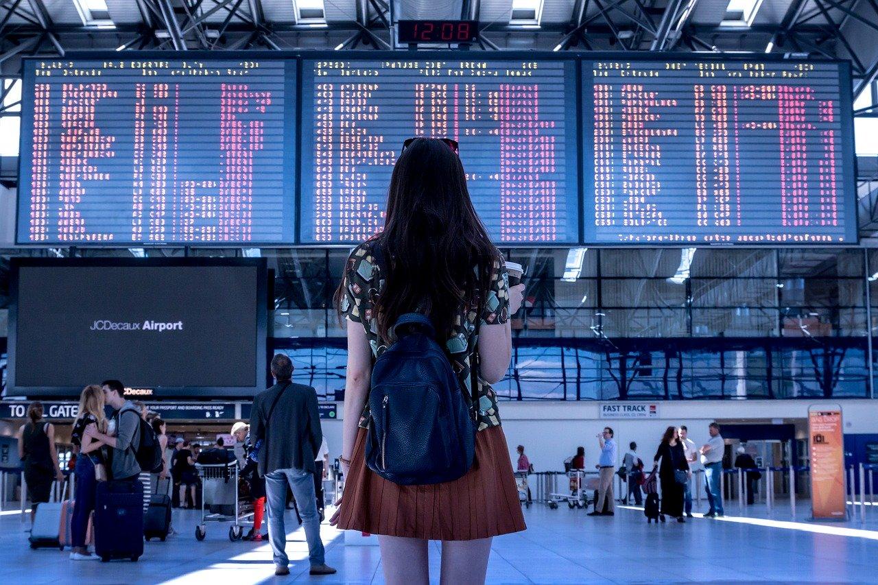 Утвержден порядок помощи россиянам, застрявшим из-за отмены международных авиарейсов за границей