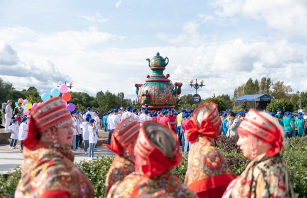 В Ярославле прошёл Всероссийский фестиваль русского гостеприимства «Самоварфест»