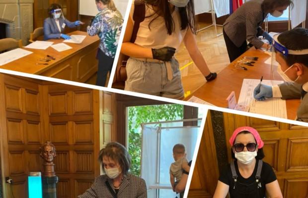 В Посольстве России в Швейцарии прошло голосование по внесению поправок в Конституцию РФ