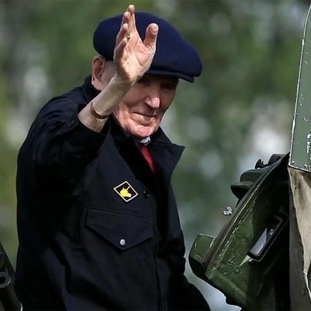 Военнослужащие прокатили ветерана Великой Отечественной на модернизированном Т-72