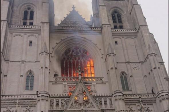 Пожар в соборе в Нанте потушен