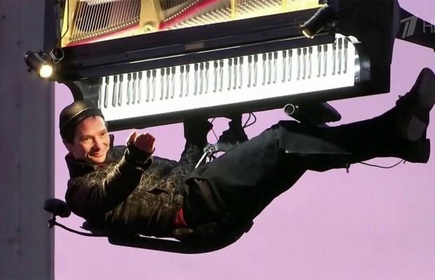 В Мюнхене пианист устроил необычное представление на высоте 60 метров