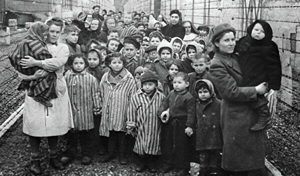 Ад рукотворный. Что увидели красноармейцы, освободив лагерь Освенцим