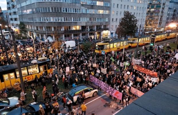 Пока женщин в Польше не слышат