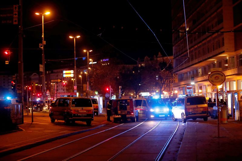 По делу о теракте в Вене задержали 14 человек