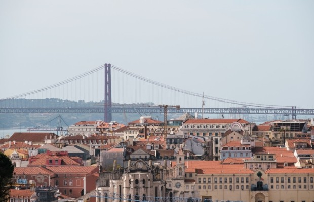 Португалия вводит комендантский час