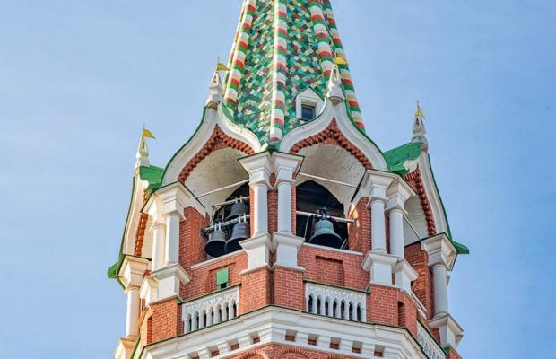 На Спасской башне освятили новые колокола