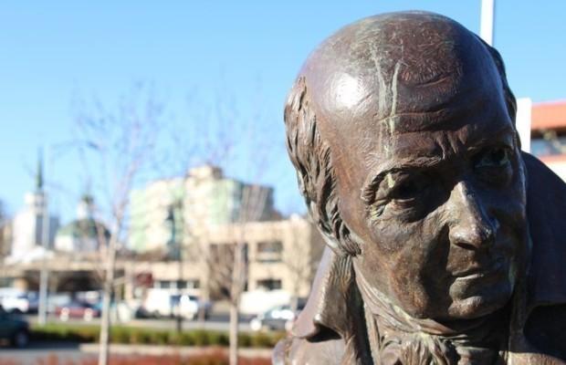 На Аляске рассмотрят вопрос о судьбе памятника Баранову в июле-августе