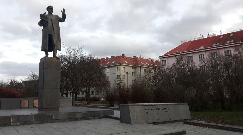 В Праге в разгар карантина снесли памятник маршалу Коневу
