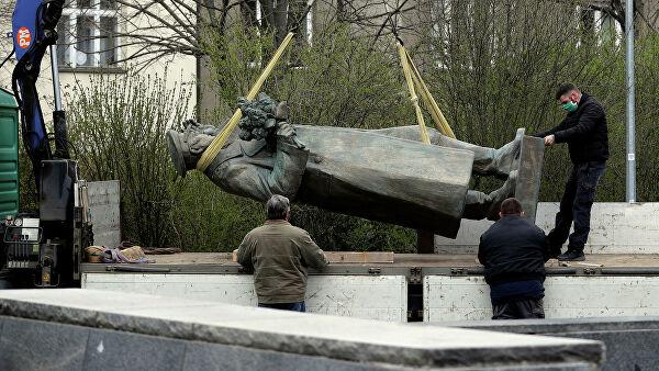 Шойгу просит Чехию передать России снесенный памятник Коневу