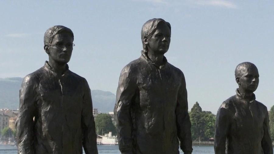 В Женеве установили памятник Ассанжу, Сноудену и Менинг