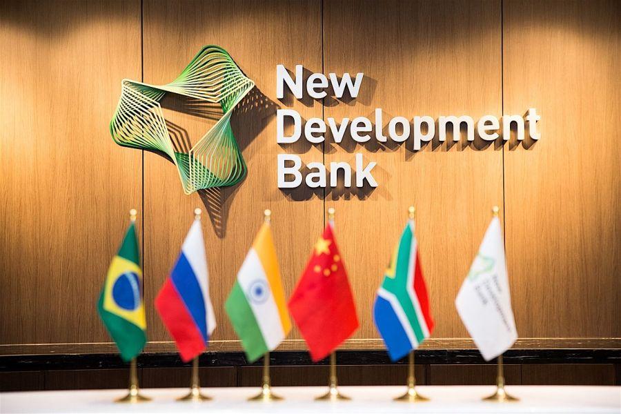 Банк БРИКС одобрил кредит России для выплат медикам