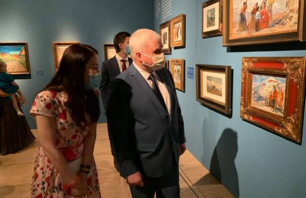 В Художественном музее КНР открылась выставка картин о России
