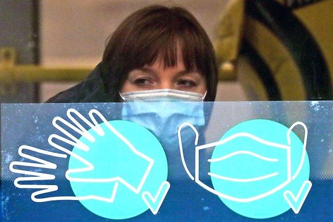 Вирусологи назвали сроки отмены масочного режима в России