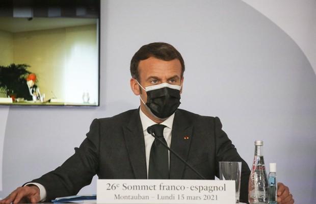Макрон приостановил использование вакцины AstraZeneca во Франции