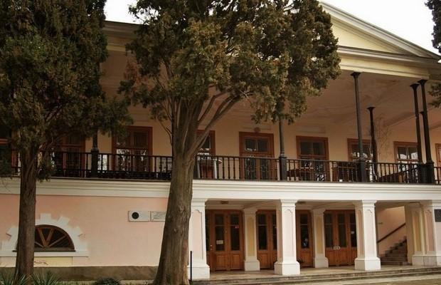 Музей Пушкина в Гурзуфе. Фасад здания. Фото ГидКрыма