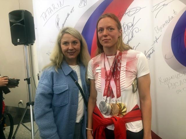 «Пока все как в тумане». Российские чемпионы-паралимпийцы вернулись домой