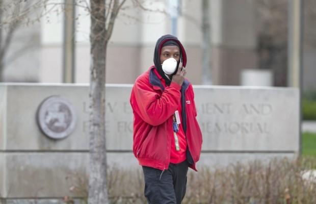 Американцев могут обязать носить маски и в 2022 году