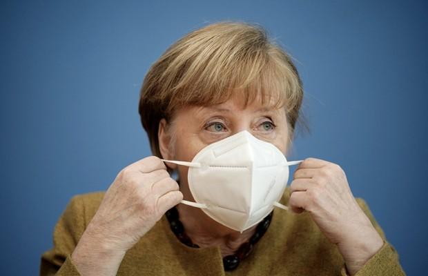 """Меркель допустила возможность закупки вакцины """"Спутник V"""""""