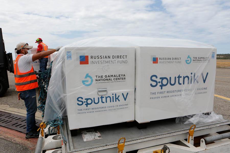 Сегодня Аргентина и Венесуэла получили полмиллиона доз вакцины Спутник-V