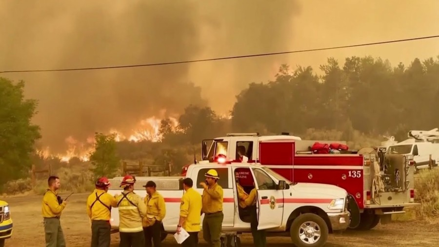 В штате Калифорния уже почти месяц бушует рекордный лесной пожар