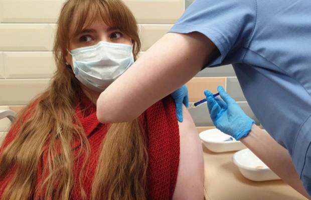 Исландка Хильдур Сиф на вакцинации в Санкт-Петербурге. Фото / Aðsend