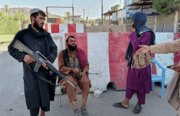 Боевики в городе Фарах © REUTERS / STRINGER