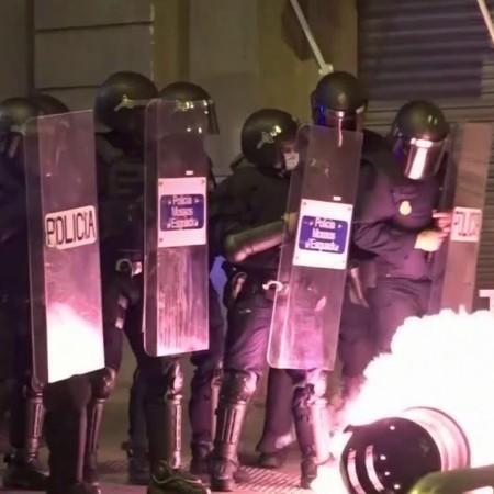 В Испании не стихают беспорядки, радикалы шестой день подряд громят Барселону
